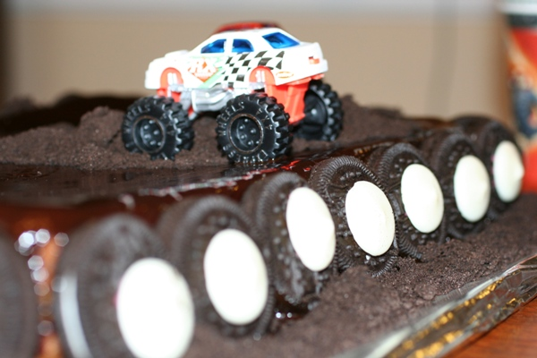Monster-Truck-Cake-wheels