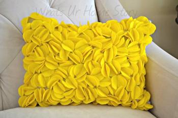 felt-circle-pillow