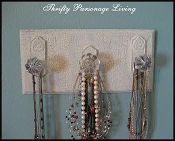 necklace-holder