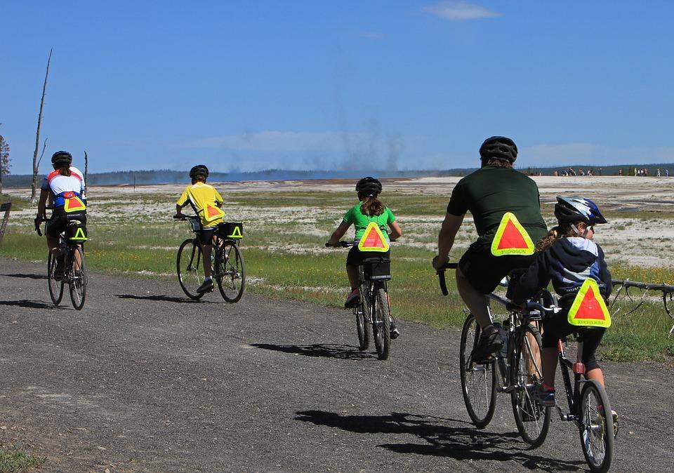 bicyclists-1405997_960_720 (1)
